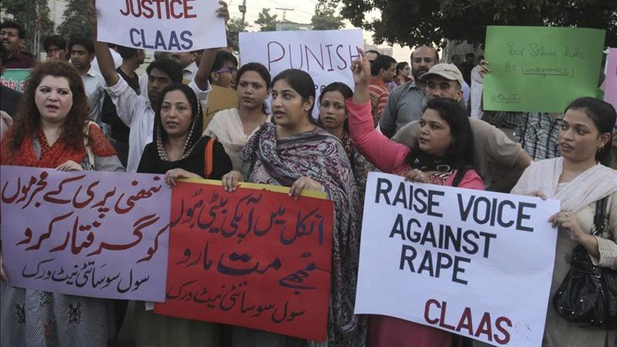 Una niña paquistaní de 4 años en estado crítico tras ser violada por un maestro