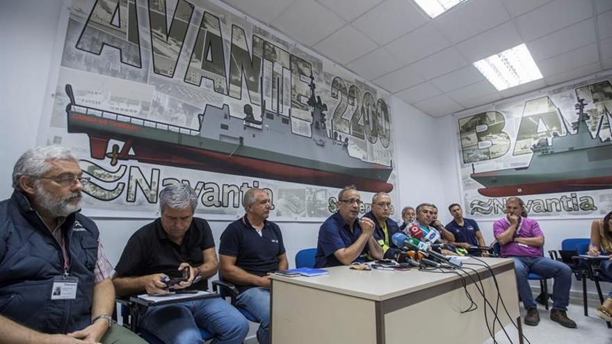 Empleados de Navantia cortan la A-4 para pedir que se cumpla el contrato de corbetas