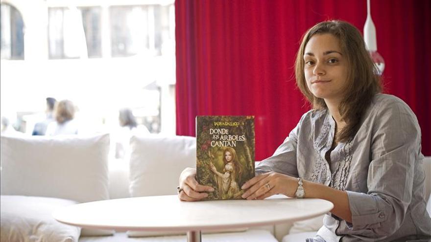 La escritora Laura Gallego rompe una lanza en favor de los jóvenes que leen