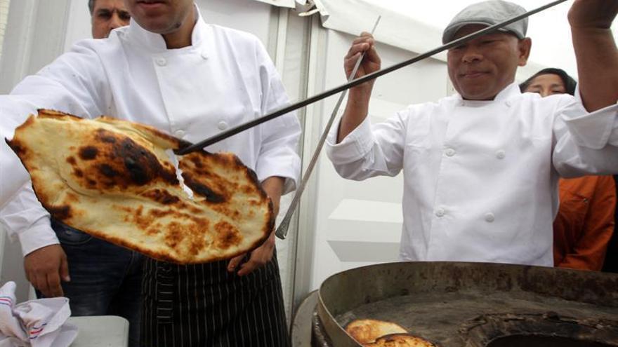 Un escritor peruano invita a una ruta gastronómica por la literatura en español