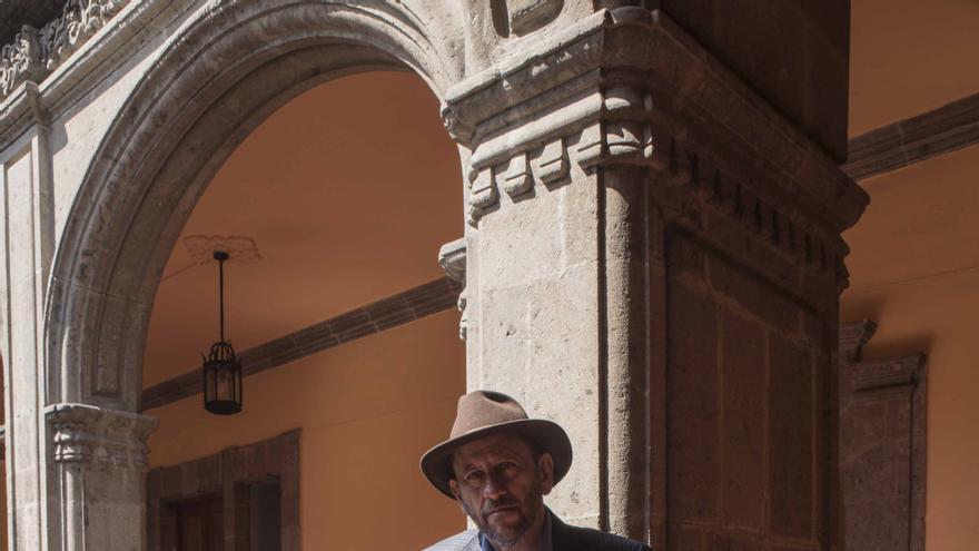 Eduardo Vázquez, en el claustro del Antiguo Colegio de San Ildefonso.