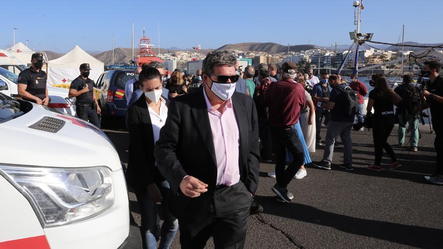 La crisis migratoria en Canarias evidencia la descoordinación y las pugnas entre ministerios sobre la acogida