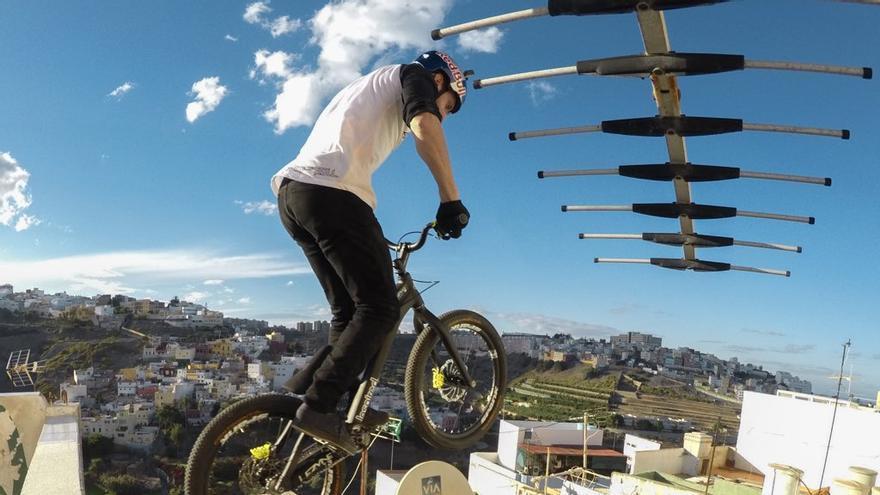 Danny MacAskill en las azoteas de Las Palmas de Gran Canaria