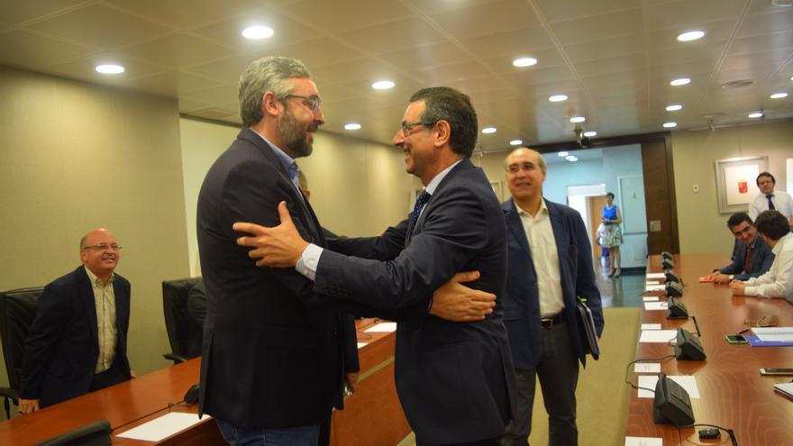 Víctor Martínez en la presentación del informe CES a la Asamblea Regional