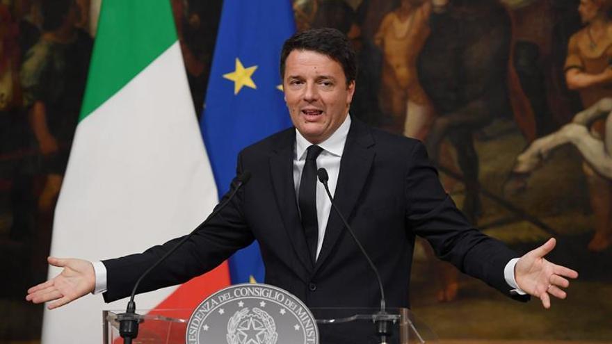 Renzi desoye los sondeos y dice que la partida del referéndum aún está en juego