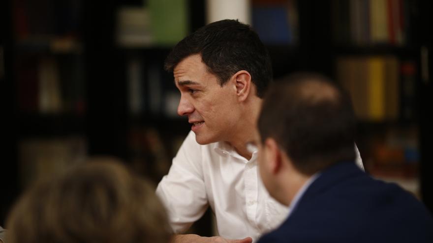 Pedro Sánchez avisa a Rajoy de que quien puede convocar una reunión es él, porque tiene ya más escaños que el PP
