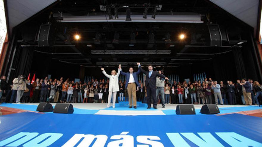 Rajoy y Aguirre en el acto contra el IVA.