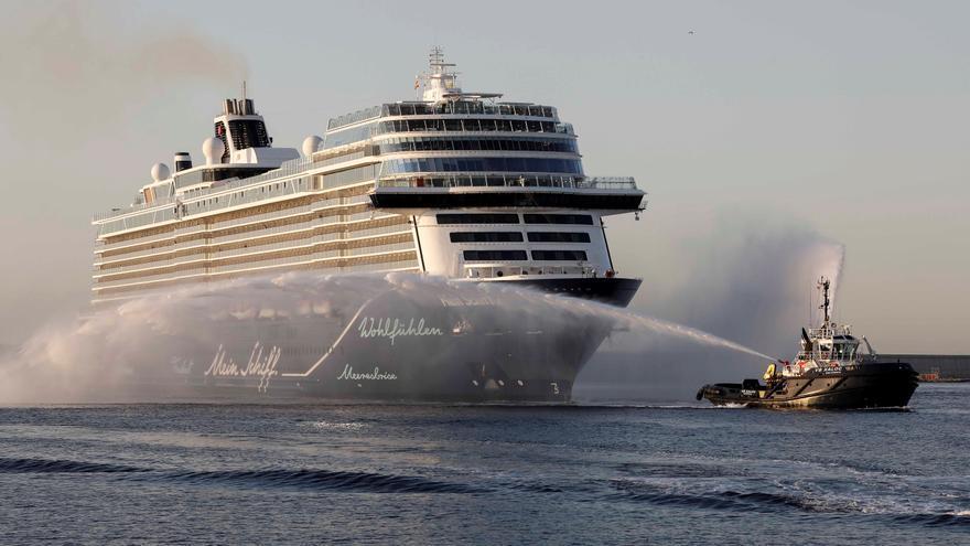 Llega a Valencia el barco 'Mein Schill 2', el primer crucero en 15 meses