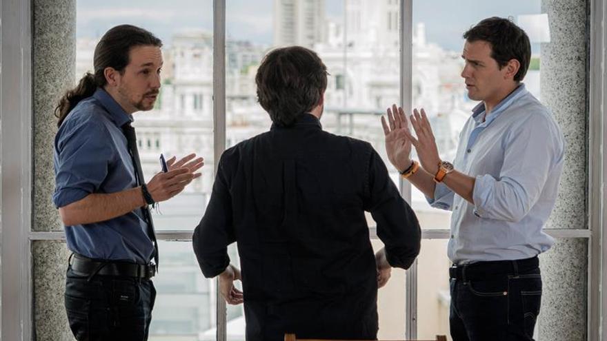 Rivera e Iglesias se acusan mutuamente de mantener el Gobierno del PP