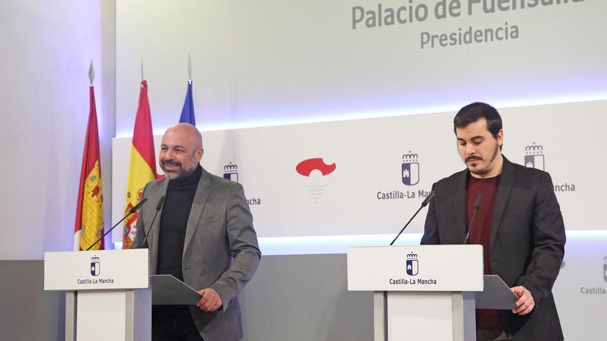 El vicepresidente segundo del Gobierno regional, José García Molina, y el director general de Participación Ciudadana, José Luis García Gascón
