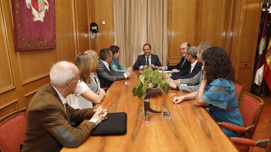 La Red Europea de Lucha contra la Pobreza y la Exclusión Social se ha reunido con el presidente de las Cortes de Castilla-La Mancha