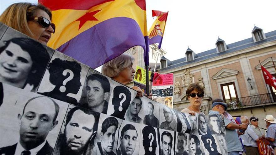 Unas 150 personas se concentran para eliminar calles franquistas de Madrid