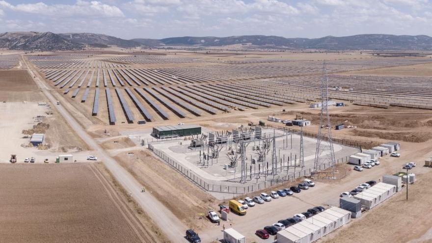 """CCOO denuncia que 28 trabajadores saharauis del """"mayor complejo"""" de energía solar de la región llevan tres meses sin cobrar"""