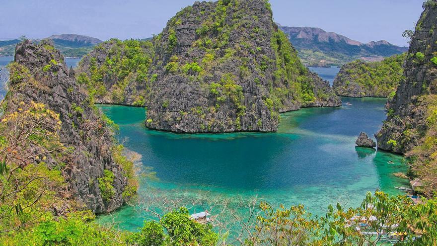 Formaciones calizas en la costa de Corón, al norte de Palawan. Ray in Manila