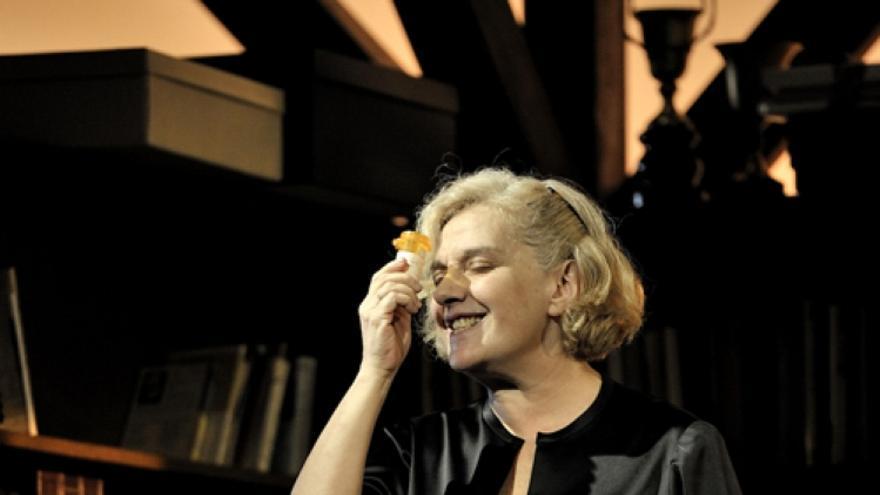 Anna Lizaran a Agost, l'obra de teatre més vista a Catalunya, en el TNC.