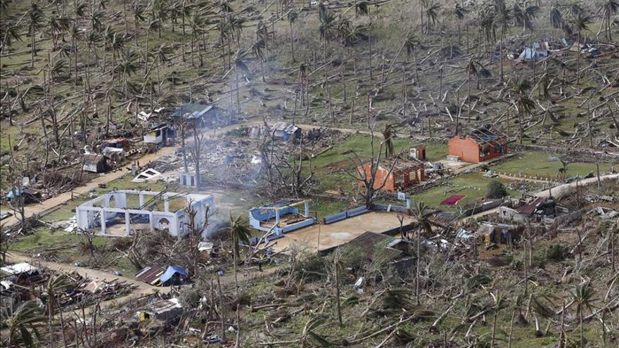 El embajador en Manila comprueba en Tacloban el despliegue de la ayuda española