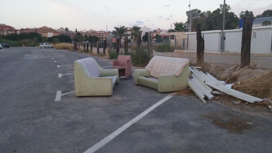Estado de abandono en el aparcamiento del Malecón