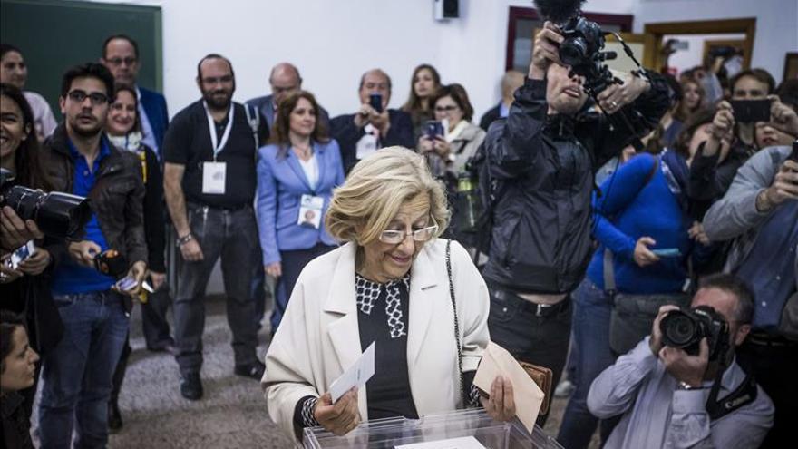 Candidaturas de coalición de Carmena y Colau ganarían en Madrid y Barcelona