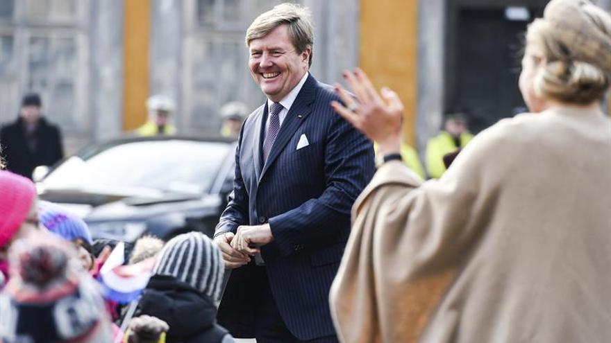 El rey de Holanda advierte frente a las noticias falsas y el individualismo