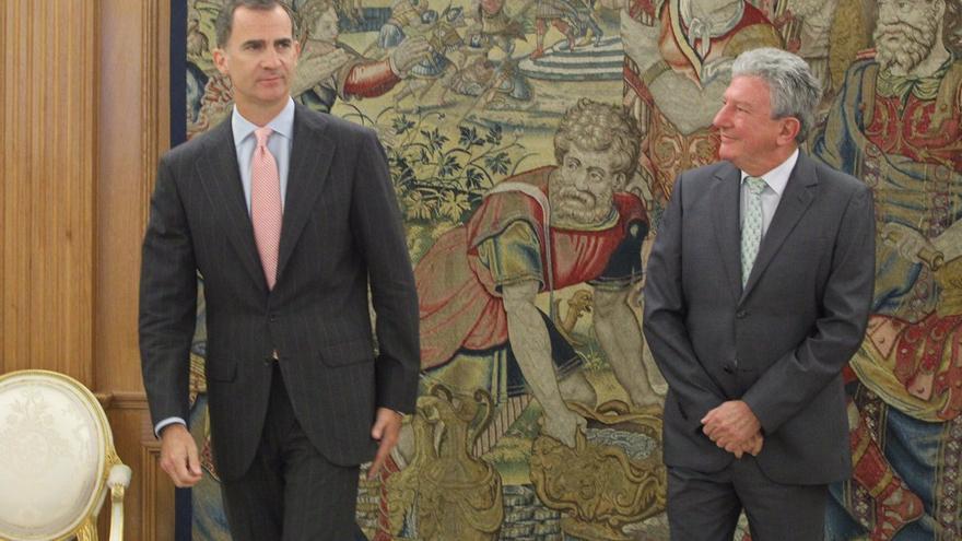 El rey Felipe VI junto al diputado de Nueva Canaria, Pedro Quevedo