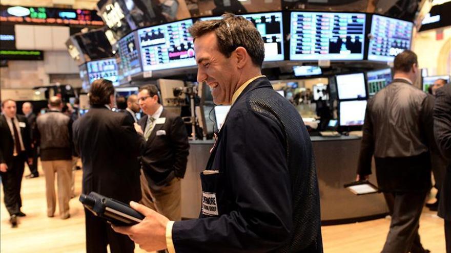 Wall Street baja levemente en la apertura