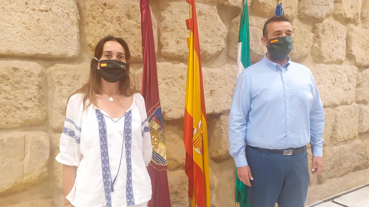 Los concejales de Vox, Paula Badanelli y Rafael Saco, en el Ayuntamiento.