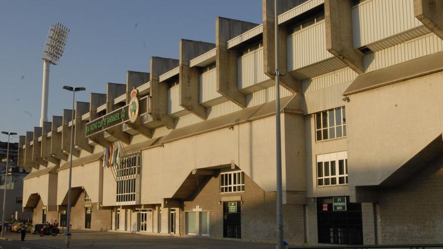 """El Ayuntamiento insta al Racing a reparar forma """"urgente e inmediata"""" los Campos de Sport"""