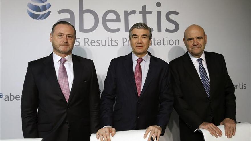 Abertis gana 1.880 millones en 2015, un 187 % más, por las plusvalías de Cellnex