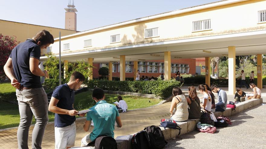 La medida de bonificación de matrículas universitarias beneficia este curso a casi 77.000 alumnos andaluces