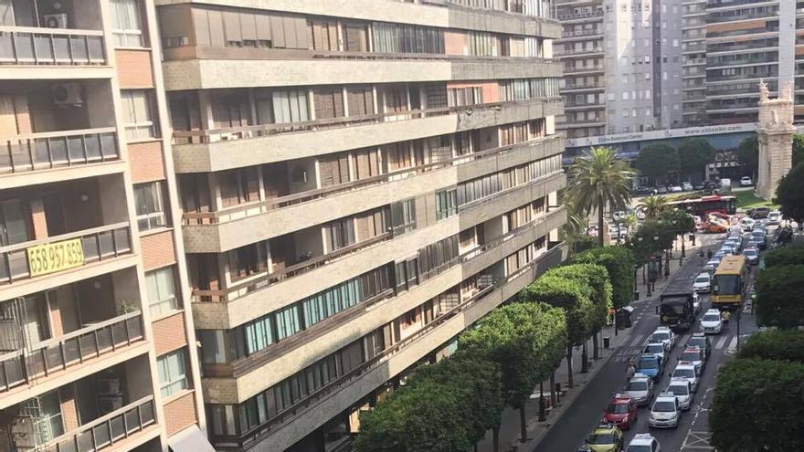 La protesta de las autoescuelas ha supuesto el corte de parte de la calle Colón