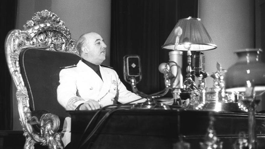 Unánime retirada de la Medalla de Oro que Salamanca concedió a Franco en 1948