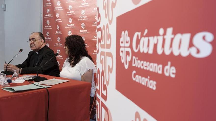 El obispo Francisco Cases, y la secretaria general de Cáritas Diocesana de Canarias, Caya Suárez