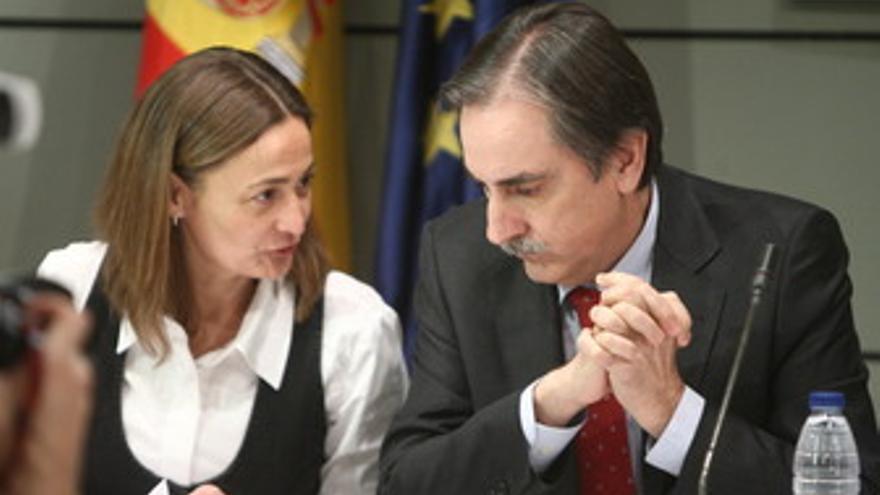 Ministro de Trabajo, Valeriano Gómez, y la secretaria general de Empleo, Mari Lu