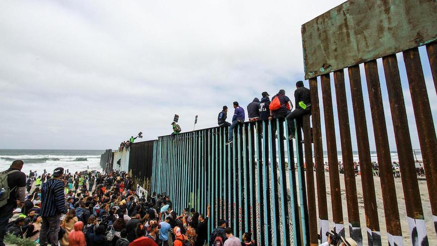 Cuando Trump empezó a construir su Muro, descubrió que un tercio de los 3185 km de frontera entre México y EEUU ya estaban bien amurallados.