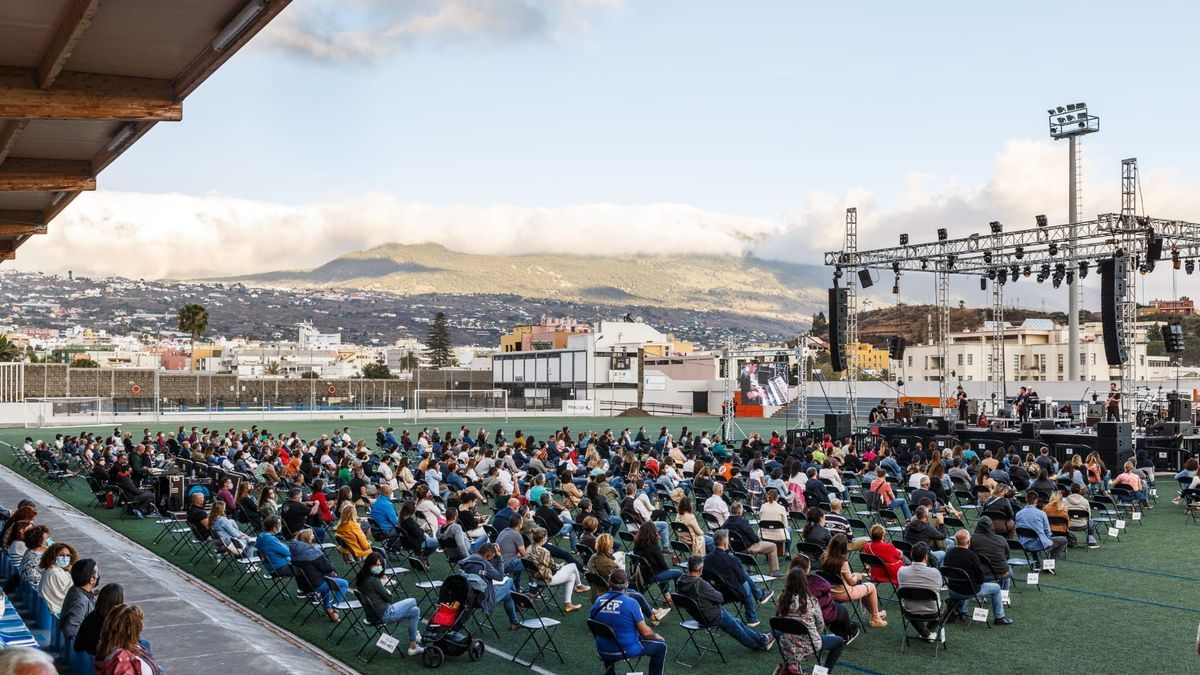 Un momento del concierto de Coque Malla en el Estadio Municipal Aceró de Los Llanos de Aridane.