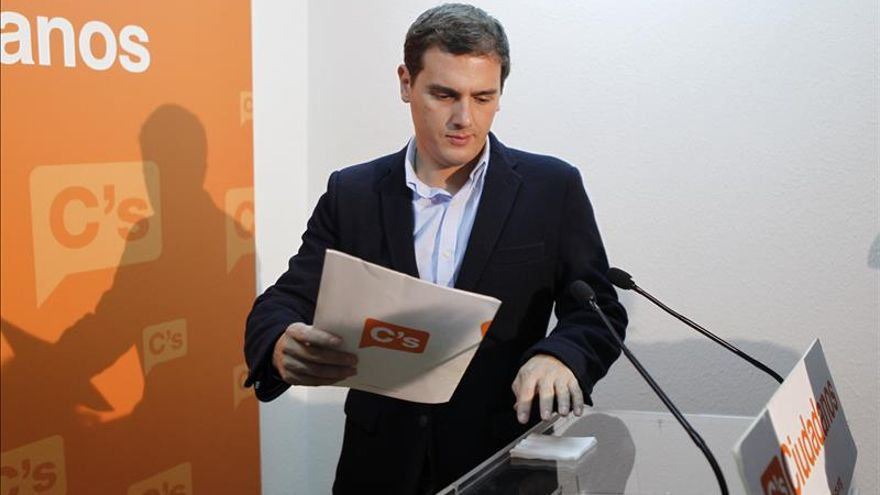 """Rivera quiere una """"ambiciosa reforma"""" para hacer """"más fuerte"""" la Constitución"""