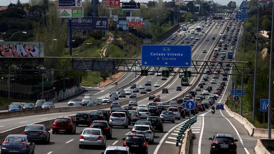 Atascos para salir de Madrid en las primeras horas del puente del 1 de Mayo
