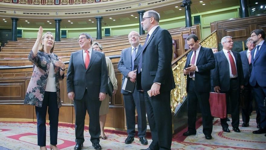 Ana Pastor recibe en el Congreso al ministro cubano de Exteriores