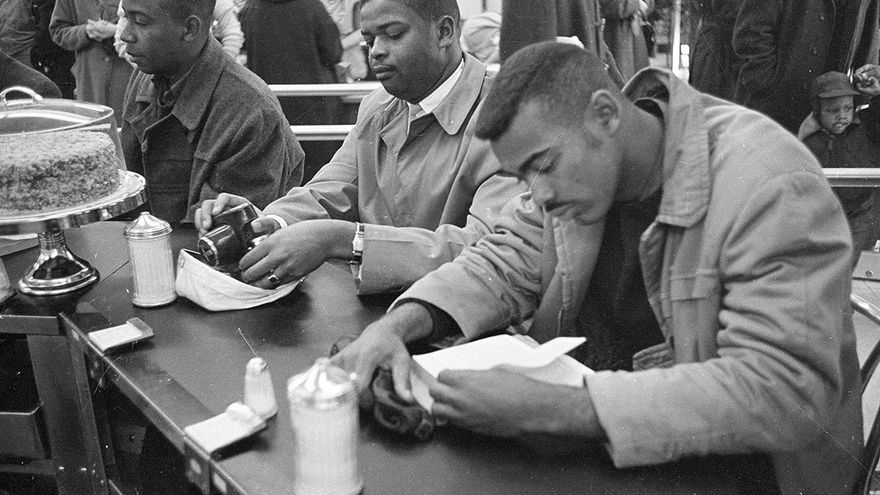 Manifestantes por los derechos civiles en una protesta en Carolina del Norte, 1960.