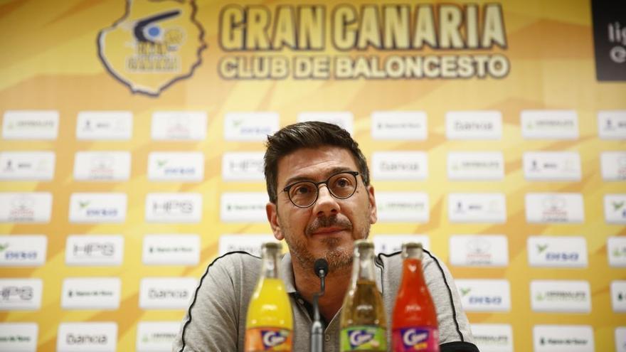 El técnico griego Fotis Katsikaris en su rueda de prensa de este viernes.