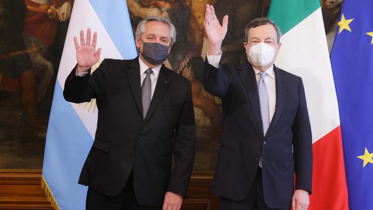 Alberto Fernández y el presidente del Consejo de Ministros de Italia, Mario Draghi