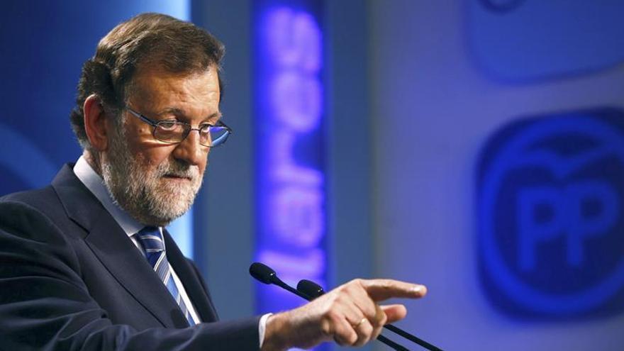 """Rajoy no renuncia a formar gobierno y espera que el PSOE supere su """"impasse"""""""
