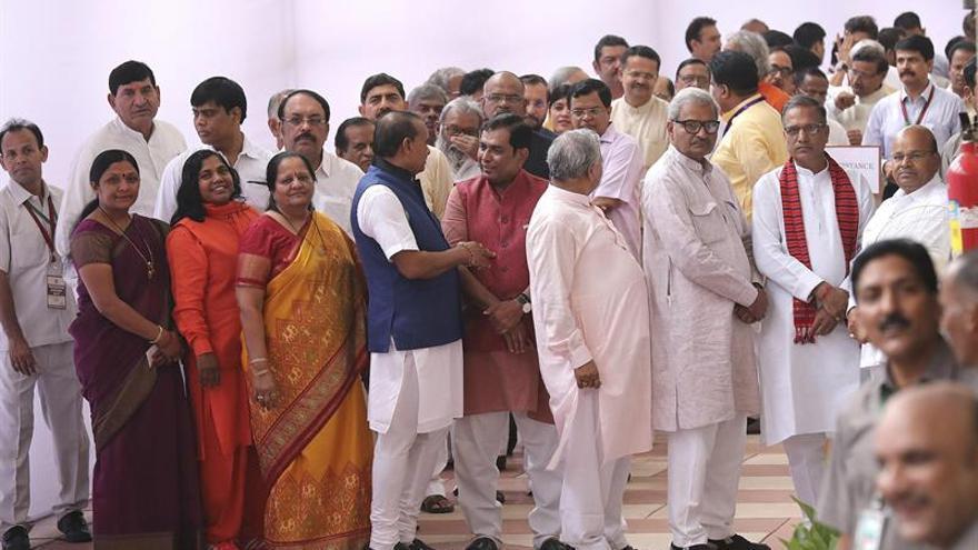 """Los políticos eligen entre los dos candidatos """"intocables"""" al nuevo presidente indio"""