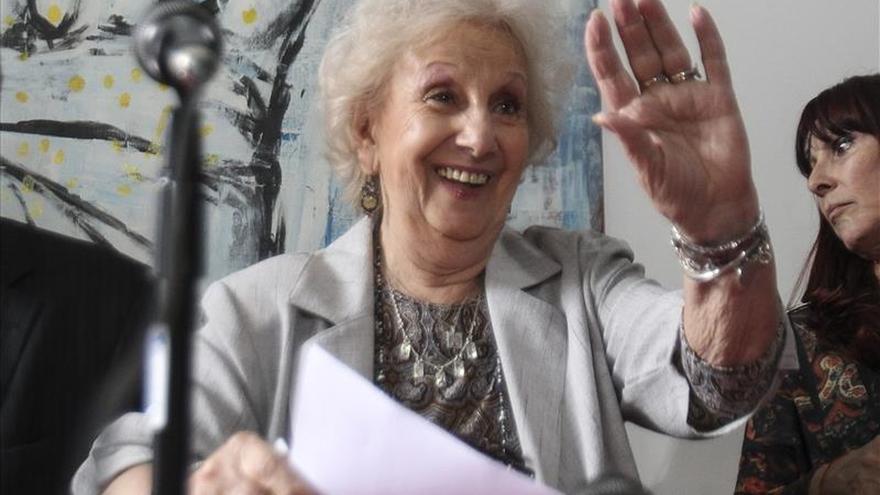 Estela de Carlotto acompaña a su nieto en su recital en Uruguay