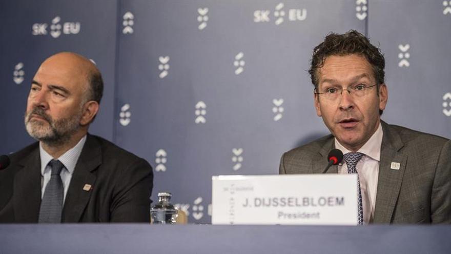 Dijsselbloem dice que las empresas pelean una batalla equivocada y deben pagar impuestos