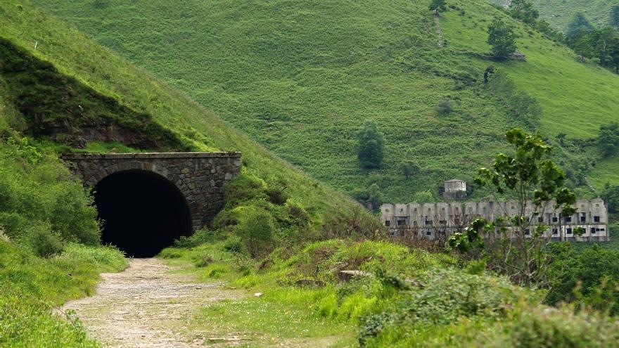 Instalaciones y túnel de La Engaña. | DESMEMORIADOS
