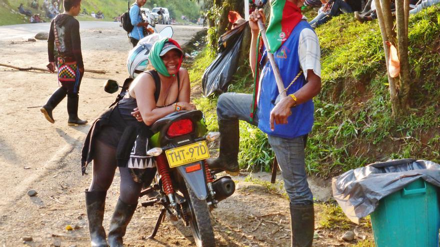 Mujer movilizada en la lucha, paro agrario en la vía Popayan, Cauca |  Foto: Berta Camprubí