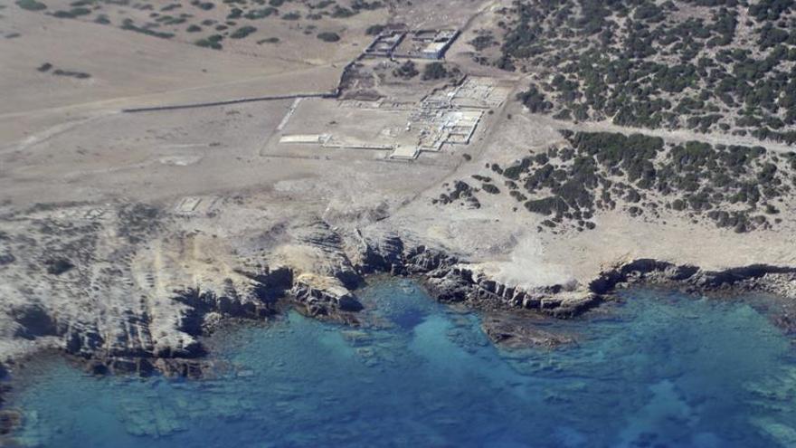 Arqueólogos griegos restauran el comedor ritual más antiguo del Egeo