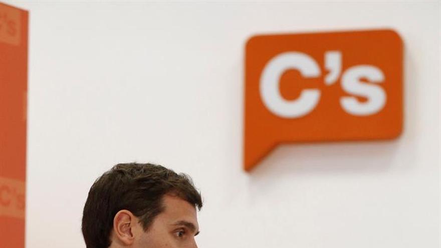 Rivera critica a Rajoy que utilice la Moncloa para hacer campaña electoral