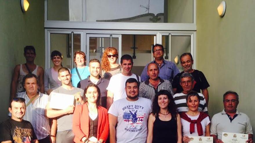 En la imagen, la alcaldesa (cuarta por la izquierda), con los alumnos, alumnas y profesores  del curso de agricultura ecológica organizado por el Ayuntamiento.